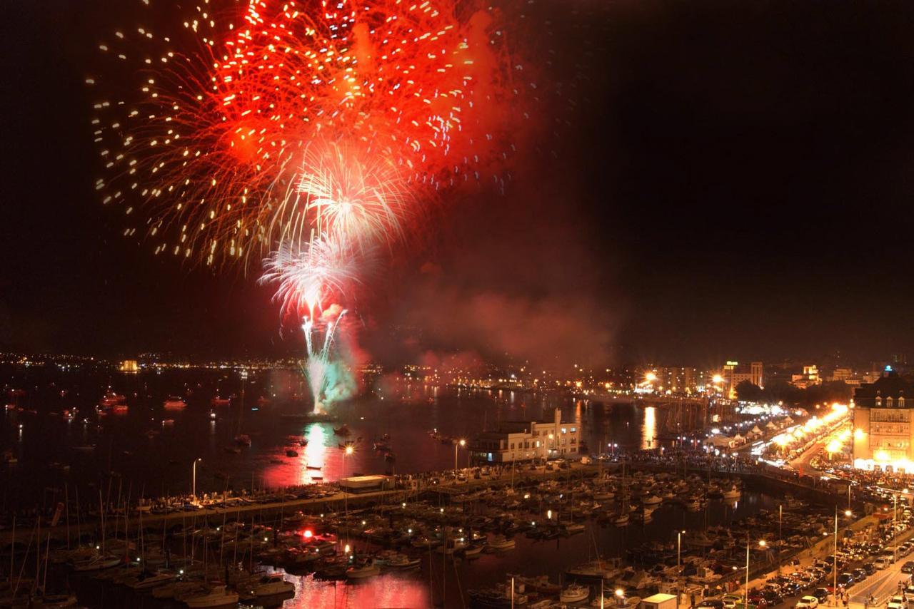 """Fireworks in """"El Sardinero"""" beach"""